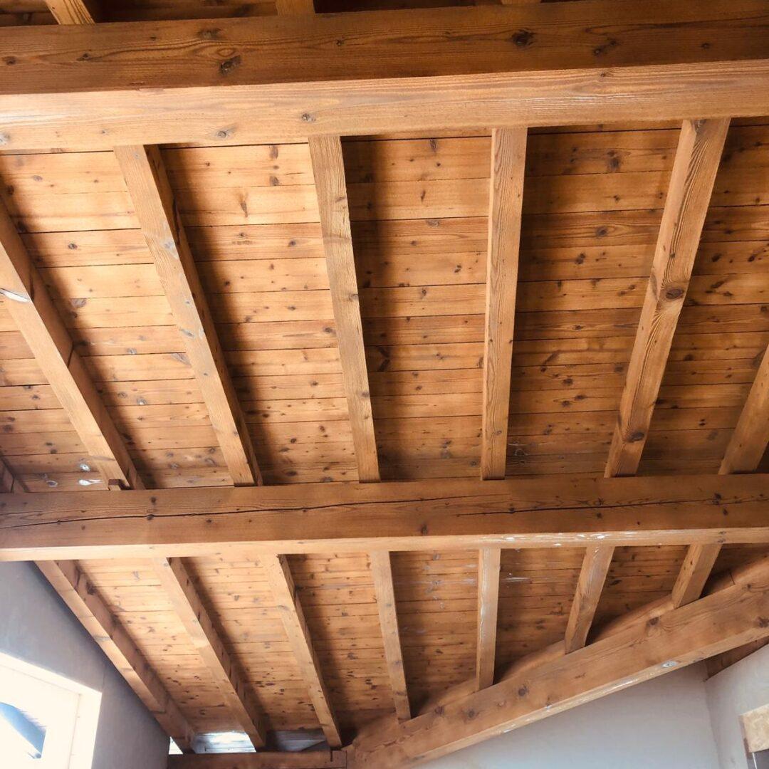 Sabbiatura soffitto in legno Brescia